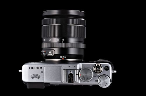 Fujifilm X-E1 Silver_top_with_lens